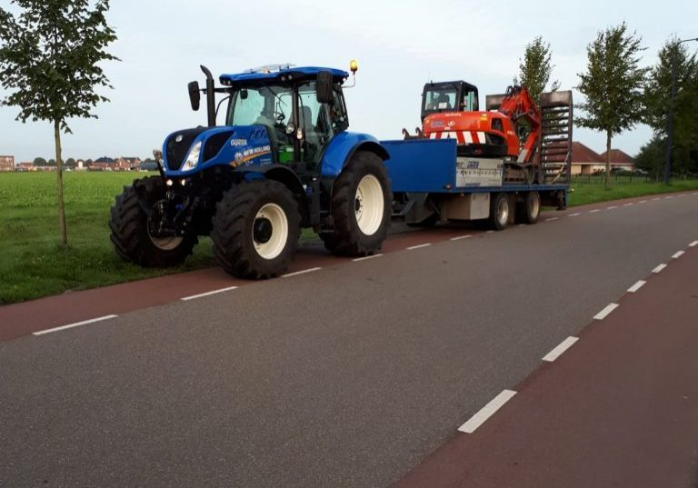 New Holland T7 190 met oprijwagen